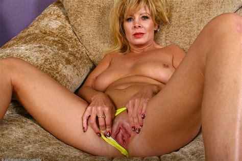 Mature woman photos jpg 1536x1024