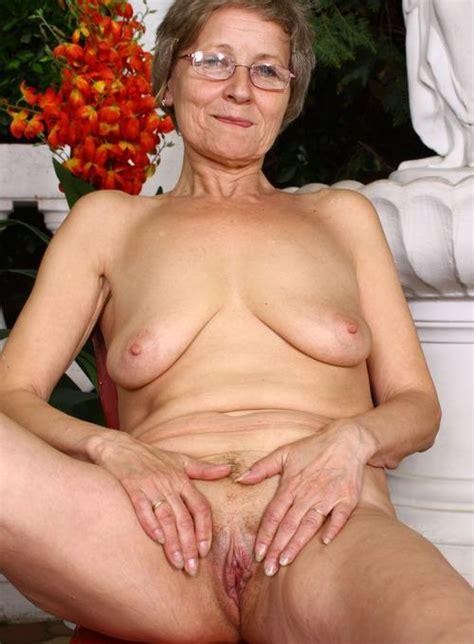 Maturestockingtease search results mom sex clips best jpg 500x680